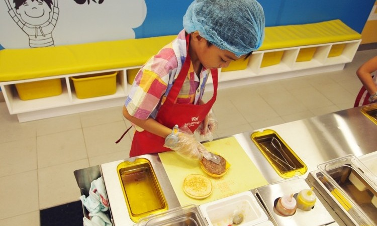 At Kidzania Manila, kids get to participate in roleplaying activities in a kid-sized metropolis. | www.momonduty.com