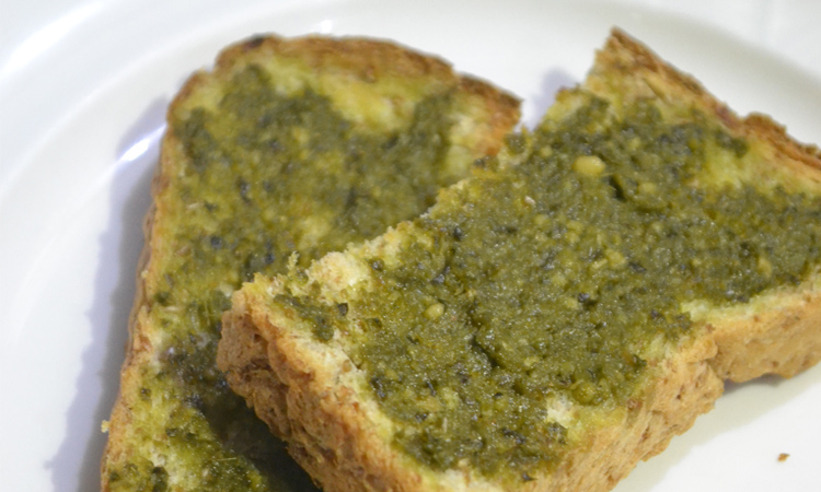 The Contadina Pesto Sauce is a life saver for surprise get togethers since it's ready to eat and delicious. | www.momonduty.com