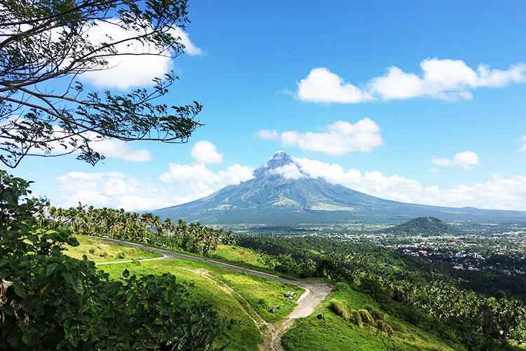 This Bicol road trip itinerary and budget is good for 3 days and for a family of four. www.momonduty.com