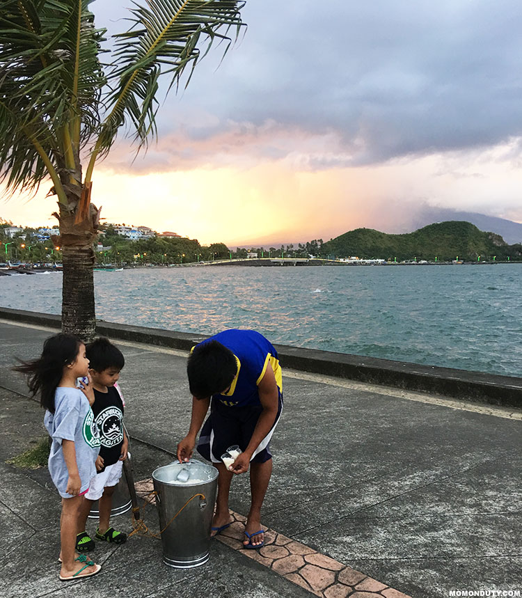 Take a stroll along Embarcadero de Legazpi as you watch the sun set behind Mayon Volcano. www.momonduty.com