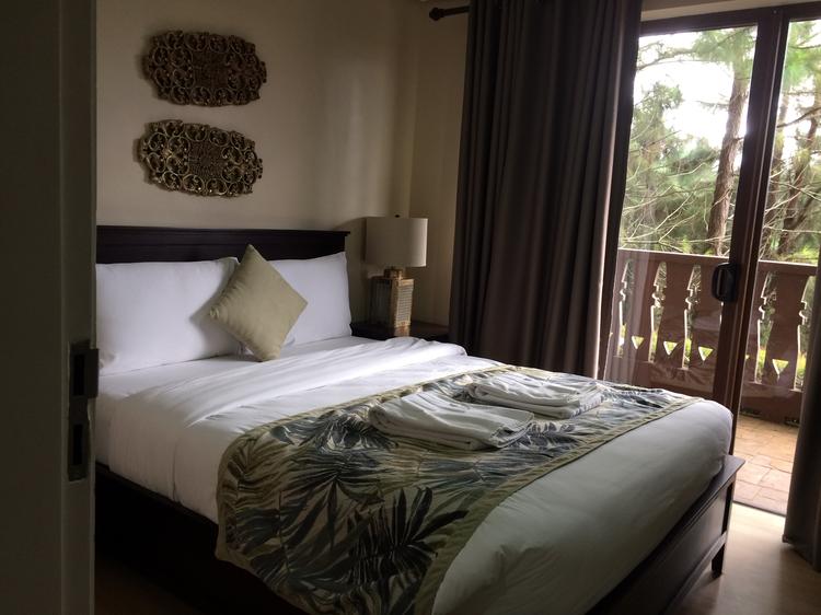 Crosswinds Resort Suite provides a quiet alpine escape for its guests. | www.momonduty.com