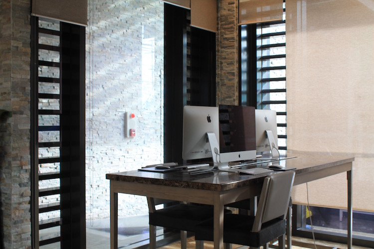Computers are available for guests at the lobby | www.momonduty.com